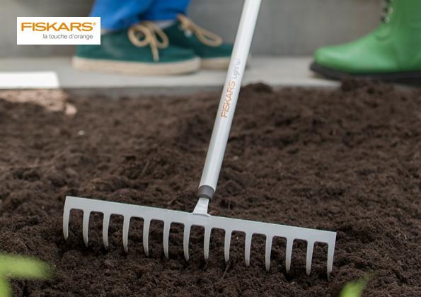 source a id des outils legers pour jardiner fiskars. Black Bedroom Furniture Sets. Home Design Ideas